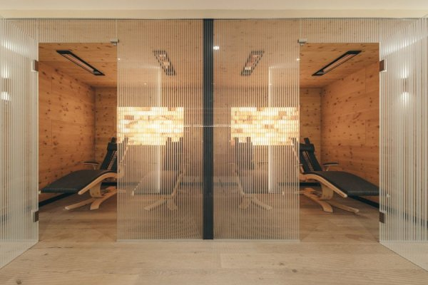 Infrared therapy sauna: 50°C